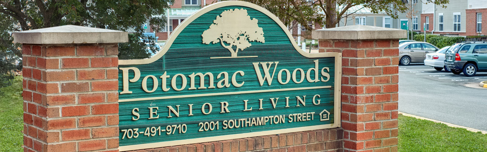 Potomac Woods Entrance Sign